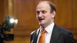 Ο Πολ Νάτολ εξελέγη επικεφαλής του UKIP, διαδεχόμενος τον Νάιτζελ