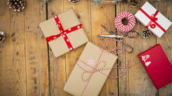 Κι όμως τόσα χρόνια τυλίγετε λάθος τα χριστουγεννιάτικα δώρα. Δείτε πως το κάνουν (σωστά) οι