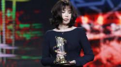 Isabelle Adjani très émue pendant son hommage au Festival du film de