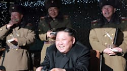 Ο Κιμ Γιονγκ Ουν βομβαρδίζει την «προεδρική κατοικία της Ν. Κορέας» με ένα σαρδόνιο