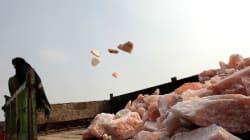Το πολυτελές ροζ αλάτι Ιμαλαΐων «βάφεται» με το αίμα των εργατών στα