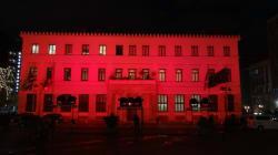 Με τα χρώματα της τουρκικής σημαίας το Δημαρχείο της