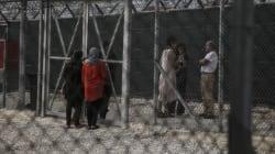 Αστυνομικοί κατηγορούνται ότι έκλεψαν δουλέμπορο στο Κέντρο Κράτησης της