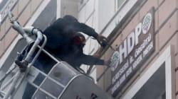 Βανδαλισμοί σε γραφεία του φιλοκουρδικού HDP. Αναβρασμός μετά την βομβιστική επίθεση με τους 14