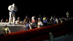 Ρυμουλκό με 440 μετανάστες στα ανοιχτά της