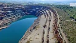 Βίντεο: Η «λίμνη των ανατινάξεων» στην
