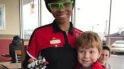 Le geste adorable d'une employée de McDonalds envers un petit garçon