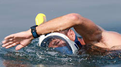 Οι άνθρωποι που κολύμπησαν στην πιο «θανατηφόρα» θάλασσα της Γης για να αποδείξουν κάτι πολύ