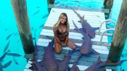 H νέα «βασίλισσα» του Instagram: 22χρονη φοιτήτρια ταξιδεύει σε εξωτικά μέρη και κολυμπά δίπλα σε