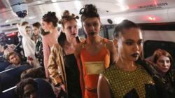 Faute de moyens, la créatrice Amanda Mehl organise son défilé de mode dans un car