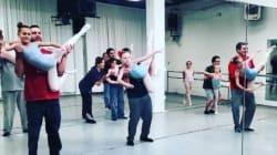 Μπαμπάδες κάνουν μπαλέτο με τις κόρες τους και το Διαδίκτυο