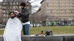 Ce coiffeur français coiffe des SDF gratuitement en pleine