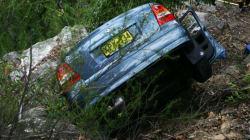 Γυναίκα στη Λευκάδα σώθηκε από θαύμα όταν το αυτοκίνητό της έπεσε σε γκρεμό 80