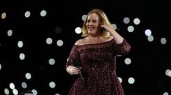 Η (ξεκαρδιστική) στιγμή που ένα σμήνος κουνουπιών επιτέθηκε στην Adele πάνω στη