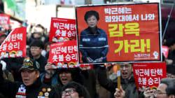 [허프라이브] 탄핵이 인용된 헌재 앞은 또다른 분단의