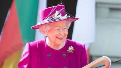 13 μικρά μυστικά για τη Βασίλισσα Ελισάβετ που ξέρουν μόνοι λίγοι (και δεν μας πέρασαν ποτέ από το