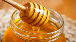 Why Manuka Honey Is So Super It Should Wear A