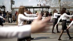 Μαθήτρια έκανε παρέλαση... ξυπόλυτη στη