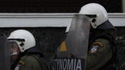 Νέες επιθέσεις σε διμοιρίες των ΜΑΤ στα Εξάρχεια. Έγιναν τρεις