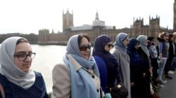 Ces femmes créent une chaîne sur le pont de Westminster contre le