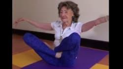 À 98 ans, elle est prof de Yoga
