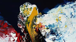 «Εσύ ζωγραφίζεις φαινόμενα»: Μια έκθεση αφιερωμένη στις χρωματικές εκρήξεις του Asterios