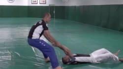 Ce prof de Jiu-Jitsu vous apprend à réagir si vous êtes traînés au