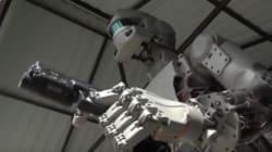 Οι Ρώσοι έφτιαξαν τον «Εξολοθρευτή». Ανθρωποειδές ρομπότ πυροβολεί με τα δύο χέρια και ετοιμάζεται για το