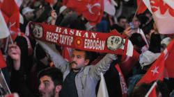 Oui au référendum en Turquie: Erdogan salue une