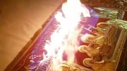 Ιερέας στην Θεσσαλονίκη μοίρασε το Άγιο Φως από φωτιά που έκαιγε στην Αγία