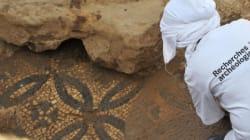 Exposition des pièces archéologiques découvertes à la Place des