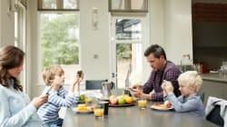 Η χρήση κινητών τηλεφώνων βλάπτει σοβαρά την οικογενειακή ζωή, σύμφωνα με