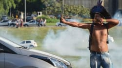 Γηγενείς ομάδες της Βραζιλίας συγκρούονται με την αστυνομία στη