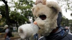 Οι ευφάνταστες μάσκες των ακούραστων διαδηλωτών στην