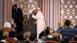 La très symbolique accolade entre le Pape François et le grand imam d'Al-Azhar au