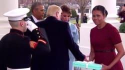 On sait enfin pourquoi Michelle Obama a fait une tête bizarre en recevant le cadeau de Melania