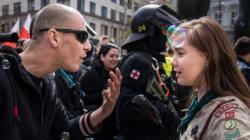 Αυτό το κορίτσι δεν φοβήθηκε να σταθεί μπροστά στους νεο-ναζί για να στείλει το δικό της