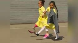 Cette fillette qui montre sa nouvelle prothèse à ses camarades va vous faire