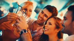 Ανησυχείτε ότι πίνετε πολύ; 13 σημάδια ότι πρέπει να ελαττώσετε το