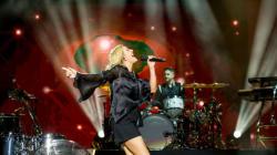 Mawazine: Ellie Goulding illumine (littéralement) la scène de l'OLM