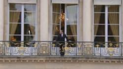 Avant l'investiture d'Emmanuel Macron, François Hollande jette un dernier coup d'oeil depuis le balcon de