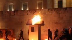 Επεισόδια στο κέντρο της Αθήνας. Aναρχικοί έβαλαν φωτιά στο φυλάκιο του αγνώστου