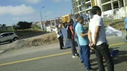 Des citoyens manifestent et bloquent la route à Ouled