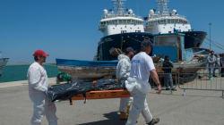 Méditerranée: au moins 54 morts et 10.000 migrants secourus en 4