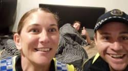 Αστυνομικοί στην Αυστραλία έβαλαν μεθυσμένο άνδρα για ύπνο και του άφησαν σέλφι στο κινητό