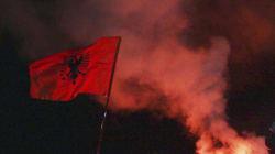Νέα αλβανική πρόκληση: Πέτρα από τους Φιλιάτες σε πλατεία στα Τίρανα, ως «τμήματος της σκλαβωμένης