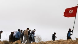 Une centaine de Tunisiens prêts à traverser la frontière algérienne pour demander
