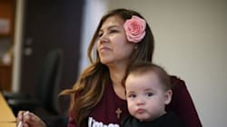 Η κυβέρνηση στις ΗΠΑ καταργεί τα σχέδια μη έκδοσης των γονιών νομίμων