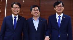 文정부의 '경제 삼총사'가 처음으로 모여 '교통 정리'를