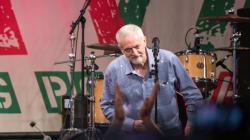 Υποδοχή ροκ σταρ στον ηγέτη των Εργατικών Τζέρεμι Κόρπιν στο φεστιβάλ του